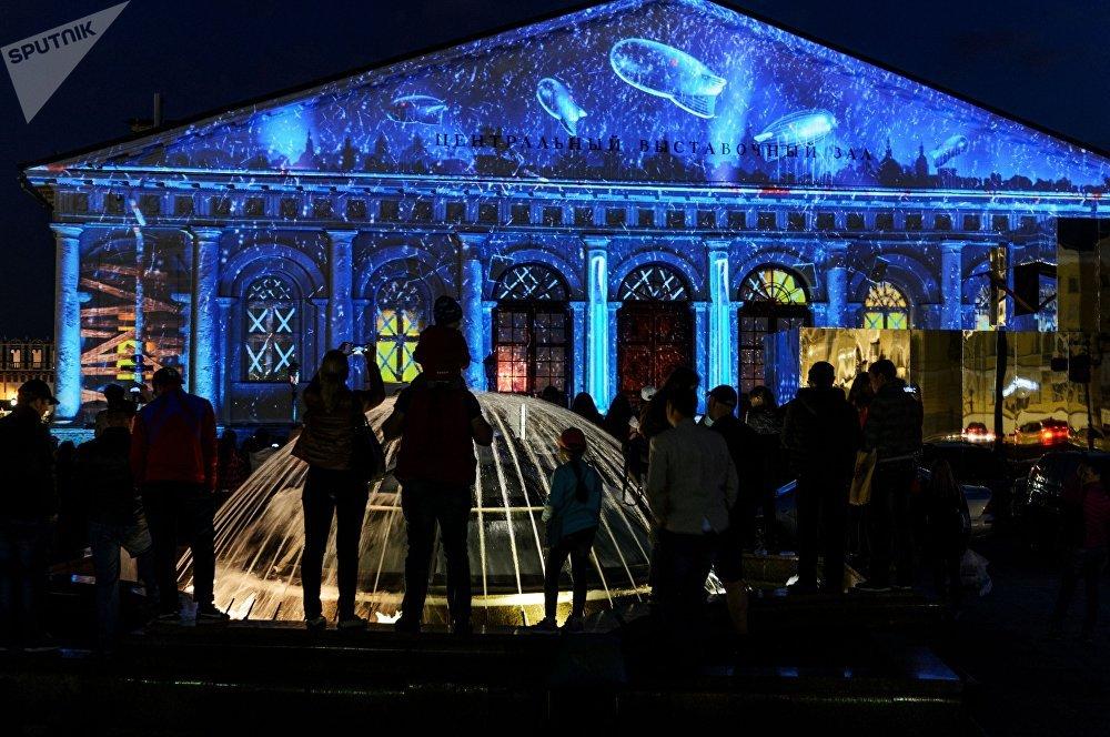 El espectáculo multimedia 'Cartas de la Victoria', en la Plaza Manézhnaya en Moscú.