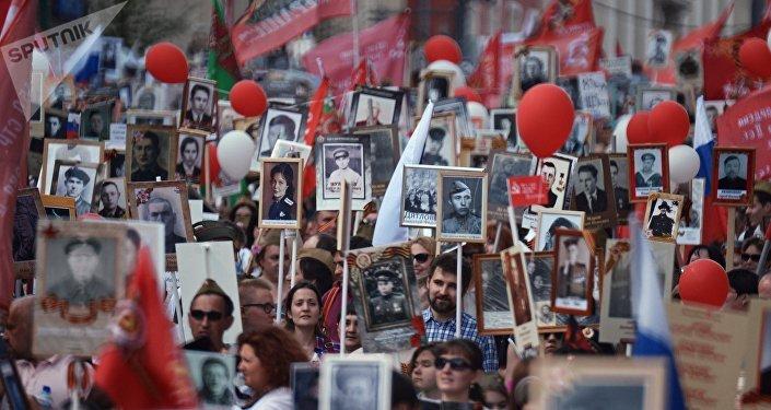 Desfile del Regimiento inmortal en Moscú