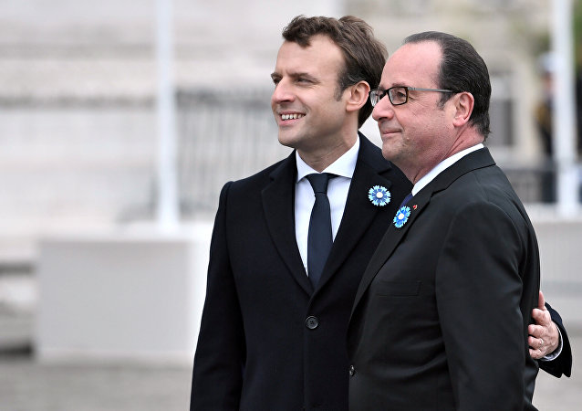 Emmanuel Macron, presidente electo de Francia, y François Hollande, presidente saliente