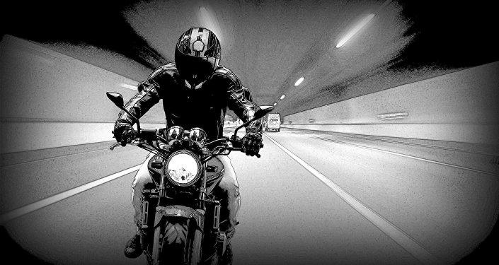 Una moto en en un túnel