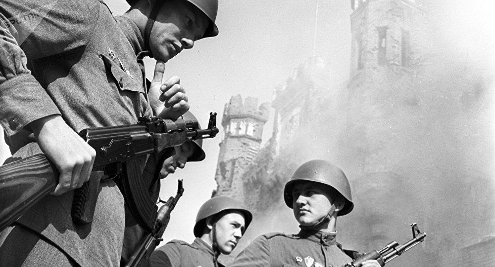 Soldados soviéticos en la Fortaleza de Brest (archivo)