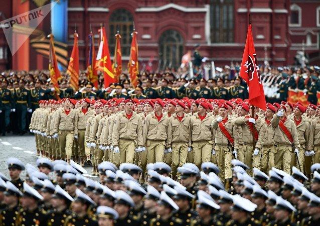 Desfilan los cadetes de Yunarmia