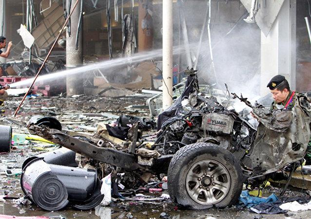 Los restos de coche después de la explosión