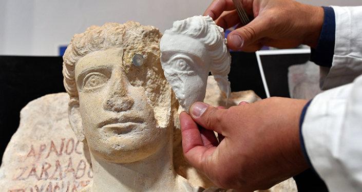 Restauración de la estatua de Palmyra