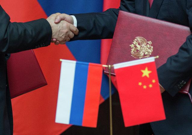 Banderas de Rusia y China
