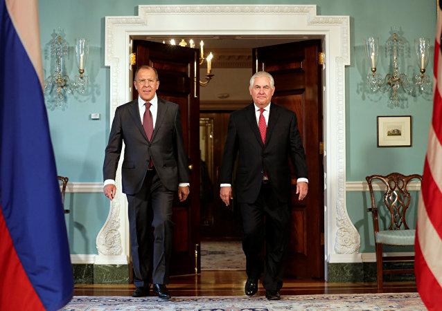 Ministro de Exteriores de Rusia, Serguéi Lavrov y el secretario de Estado de EEUU, Rex Tillerson  (archivo)