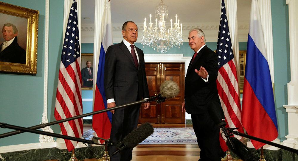 Serguéi Lavrov, ministro de Exteriores de Rusia, y Rex Tillerson, secretario de Estado de EEUU (archivo)
