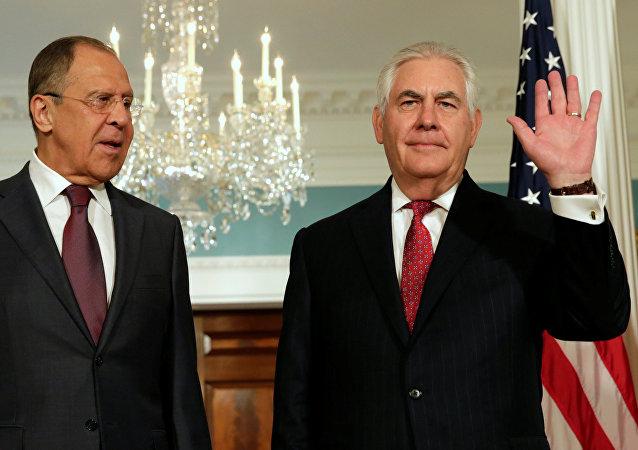 Ministro de Exteriores de Rusia, Serguéi Lavrov, y secretario de Estado de EEUU, Rex Tillerson (archivo)