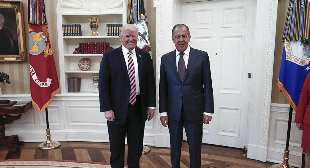 Trump admite que la destitución del jefe de FBI tiene nexo ruso