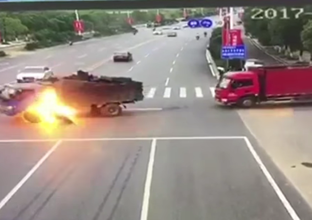 Fuertes imágenes de un aparatoso accidente en China