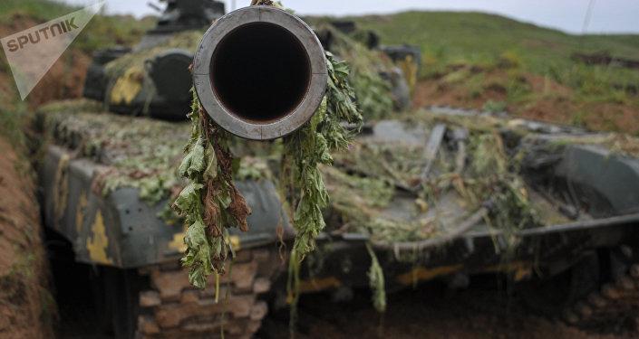 Un tanque de las autodefensas de Nagorno Karabaj (archivo)