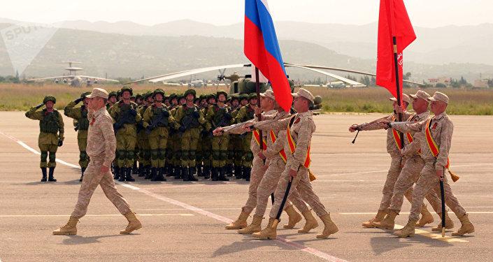 Los militares rusos durante el desfile militar del Día de la Victoria en la base aérea siria Hmeymim