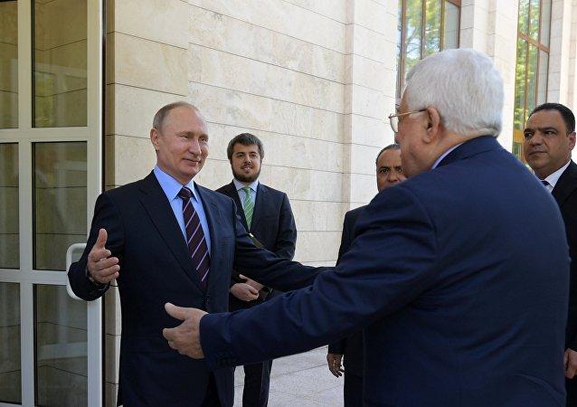 Vladímir Putin, presidente de Rusia, y Mahmud Abás, presidente de Palestina
