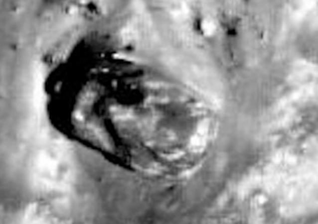 Encuentran un 'tanque extraterrestre' en la superficie de la Luna