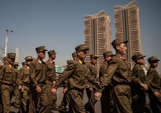 Los soldados del Ejército Popular de Corea del Norte