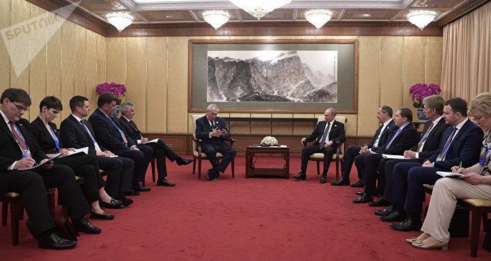 La reunión del presidente ruso Vladímir Putin y el mandatario checo Milos Zeman en el Foro de Cooperación Internacional de la Franja y la Ruta en Pekín
