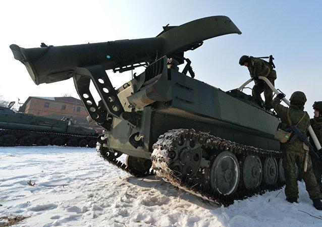 El aparato de desminado UR-77 Meteorit