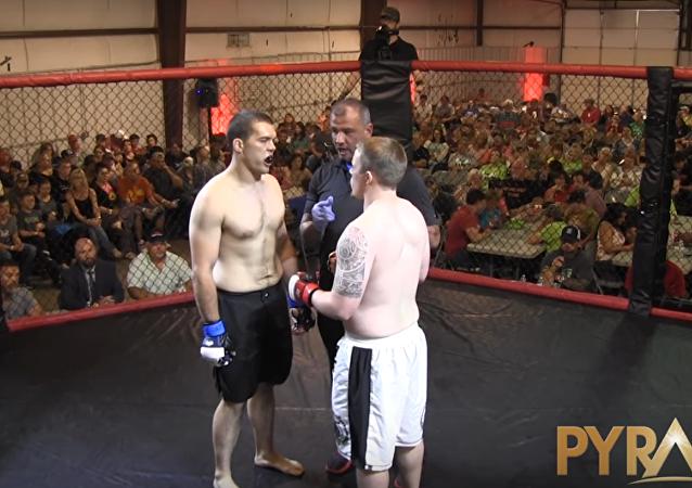 Boxeadores Jordan Fowler y Dylan Goforth
