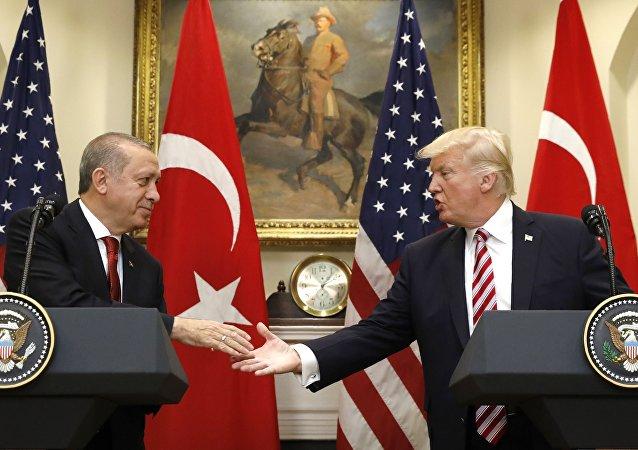 El presidente de Turquía, Recep Tayyip Erdogan y el presidente de EEUU, Donald Trump (archivo)