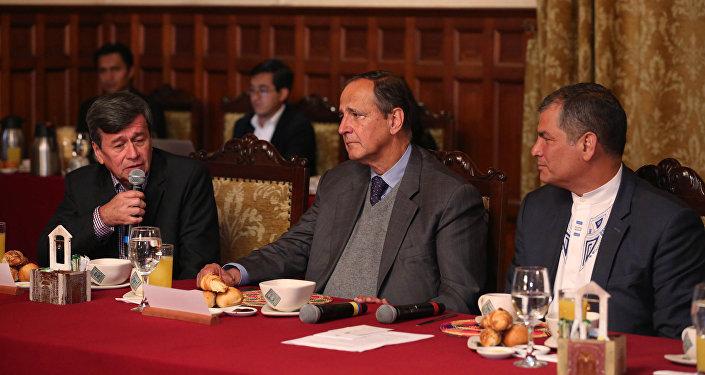Desayuno del presidente Rafael Correa con las delegaciones del ELN y del Gobierno de Colombia