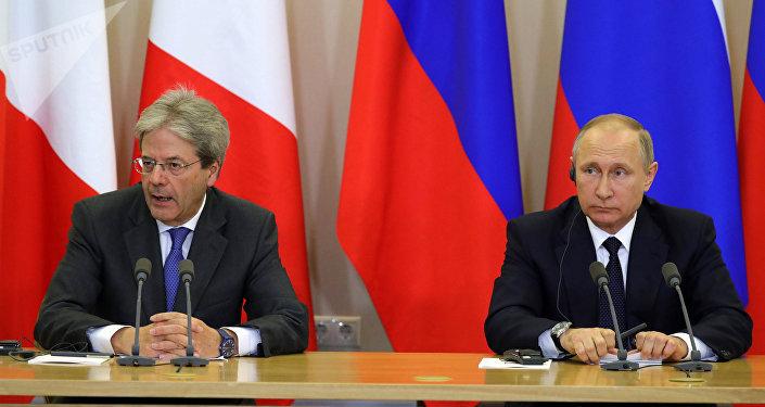 Presidente ruso, Vladímir Putin con el primer ministro de Italia, Paolo Gentiloni