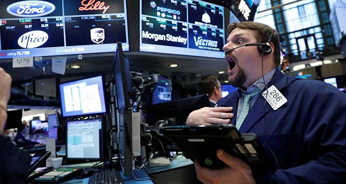 Los comerciantes trabajan en la NYSE en Nueva York