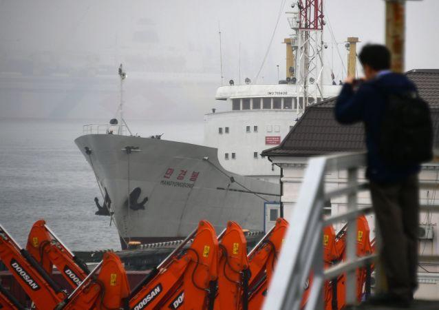 Viaje al país más hermético del mundo: el primer ferri llega a Rusia desde Corea del Norte