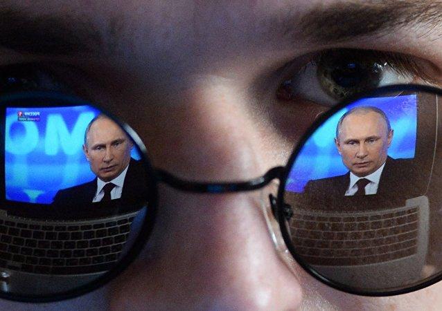 El reflejo de Vladímir Putin, presidente de Rusia