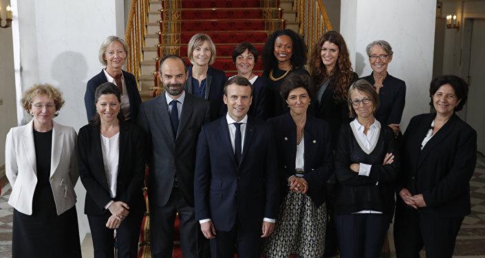 Macron rehace su gobierno tras renuncia de 4 ministros