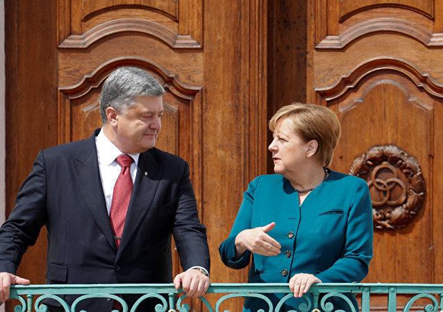 Petró Poroshenko, presidente de Ucrania, y Angela Merkel, canciller de Alemania