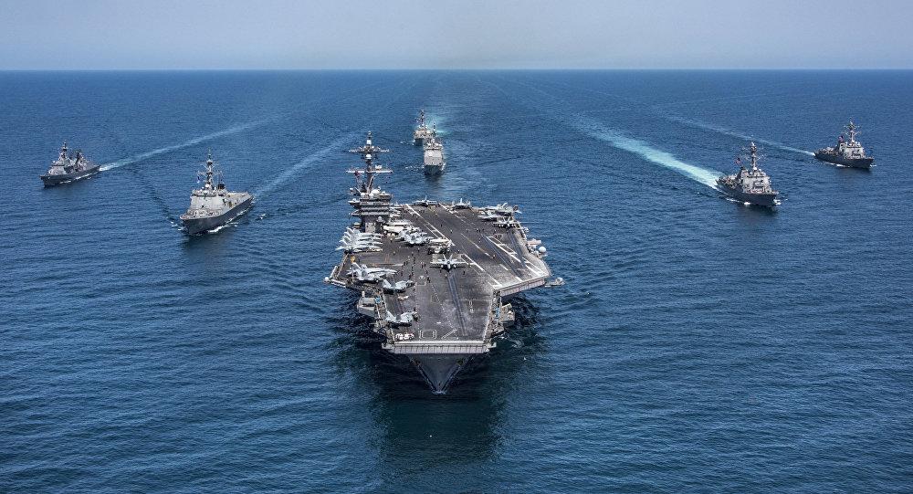 Portaviones estadounidense USS Carl Vinson escoltado por unos destructores surcoreanos (archivo)