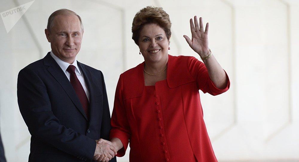 Vladímir Putin, el presidente de Rusia y la ex presidente de Brasil, Dilma Rousseff