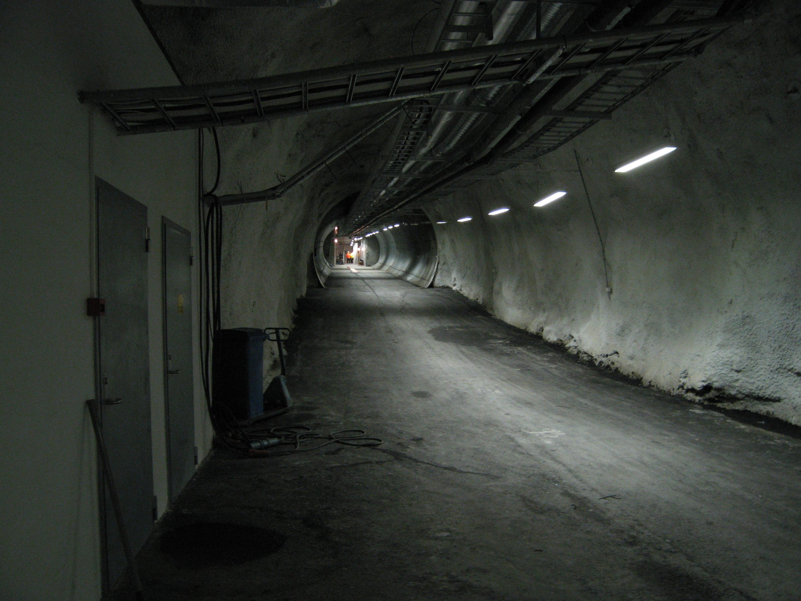 Túnel que conecta la entrada con el fondo de la bóveda