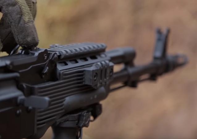 Kalashnikov presenta fusil modernizado AK-74