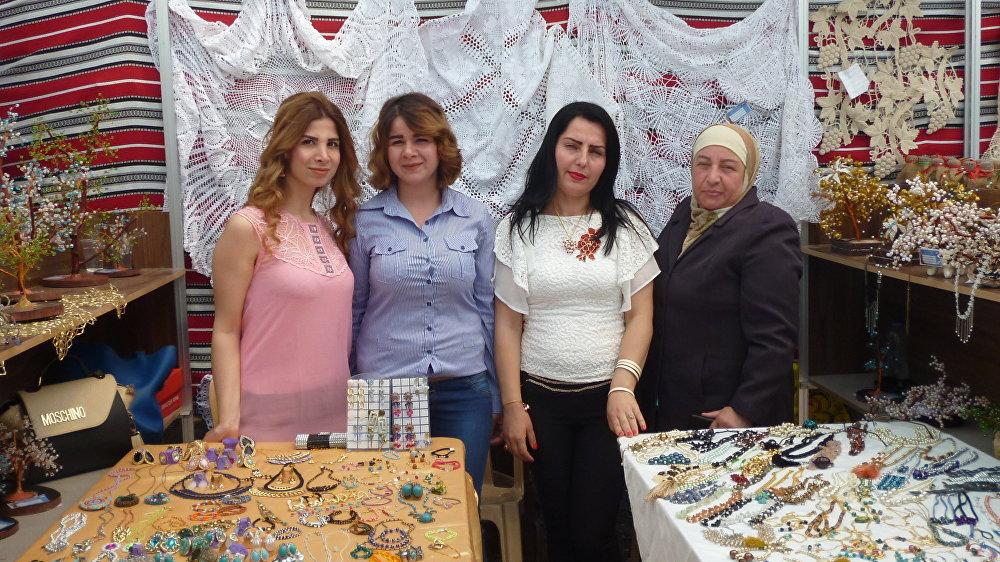 Rama Shahin, Dalal Usef y Rim Hamad participan en todas las ferias locales en búsqueda de clientes