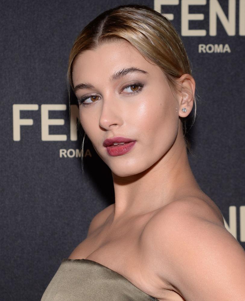 Las mejores poses de la mujer más sexy de 2017, según la revista Maxim