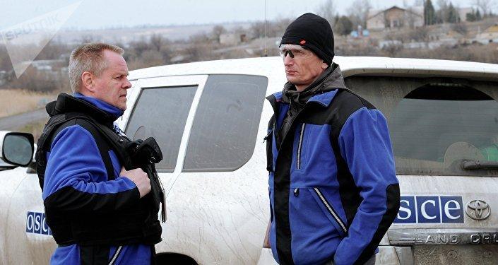 Representantes de la OSCE en Donbás