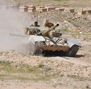 Un tanque T-72 del Ejército de Siria en la provincia de Deir Ezzor (archivo)