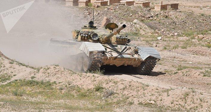 Un tanque T-72 del Ejército de Siria en la provincia de Deir Ezzor