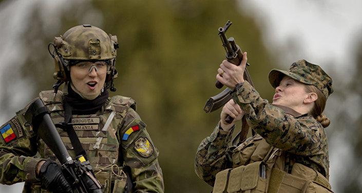 Militares de la OTAN durante las maniobras Spring Storm 2017