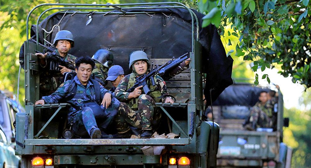 Los soldados filipinos patrullan Marawi
