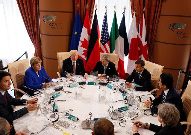 Los líderes del G7 durante la cumbre en Italia