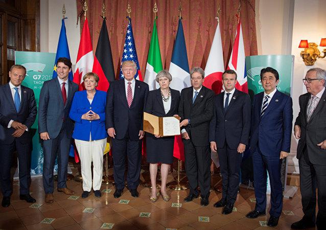 Los líderes del G7 tras la firma de la declaración sobre la lucha contra el terrorismo