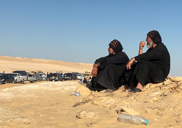 Los cristianos coptos en el lugar del atentado en Egipto