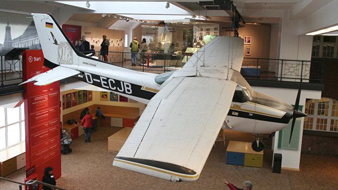 La emblemática avioneta Cessna 172B a bordo de la cual Mathias Rust realizó su viaje a Moscú, expuesta en el Museo Tecnológico Alemán, Berlín.