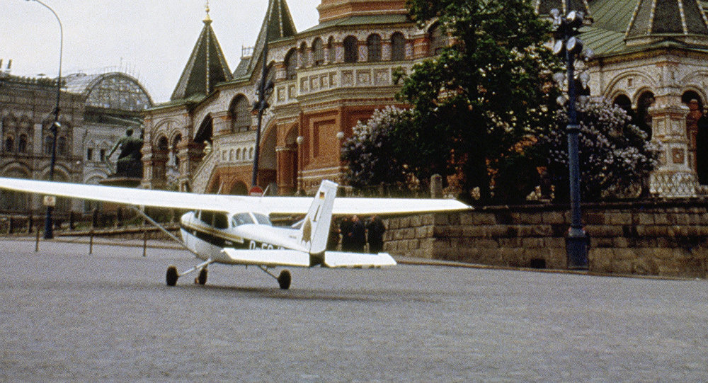 Mathias Rust aterriza en la Plaza Roja (archivo)