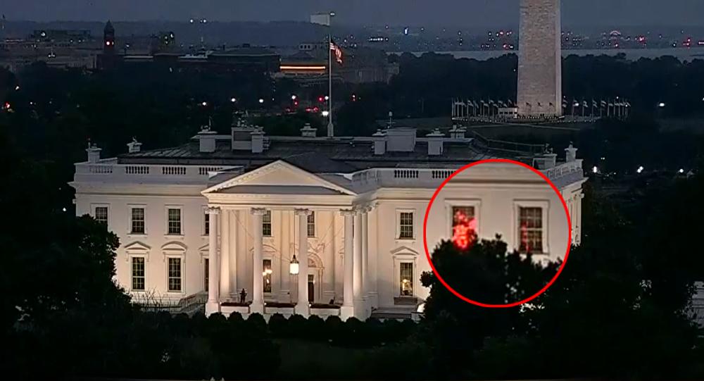 Discoteca en la casa blanca misteriosas luces rojas en - Fotos de la casa blanca por fuera ...