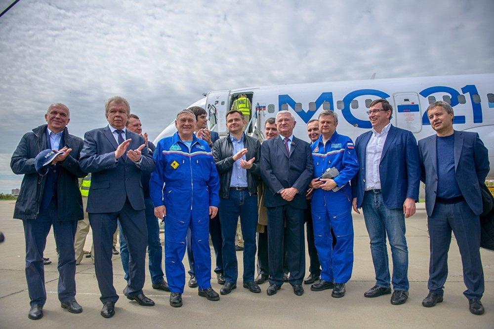 ¡Prepárense, Boeing y Airbus! El gigante ruso MC-21 realiza su primer vuelo