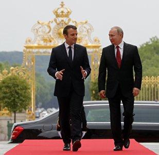 Emmanuel Macron, presidente de Francia, y Vladímir Putin, presidente de Rusia
