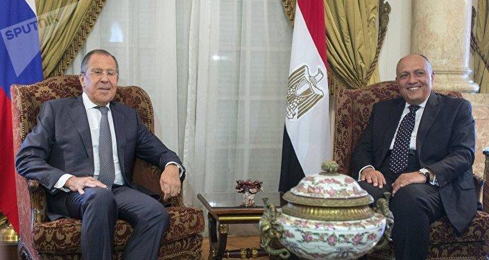 Serguei Lavrov y Sameh Shukri, cancilleres de Rusia y Egipto